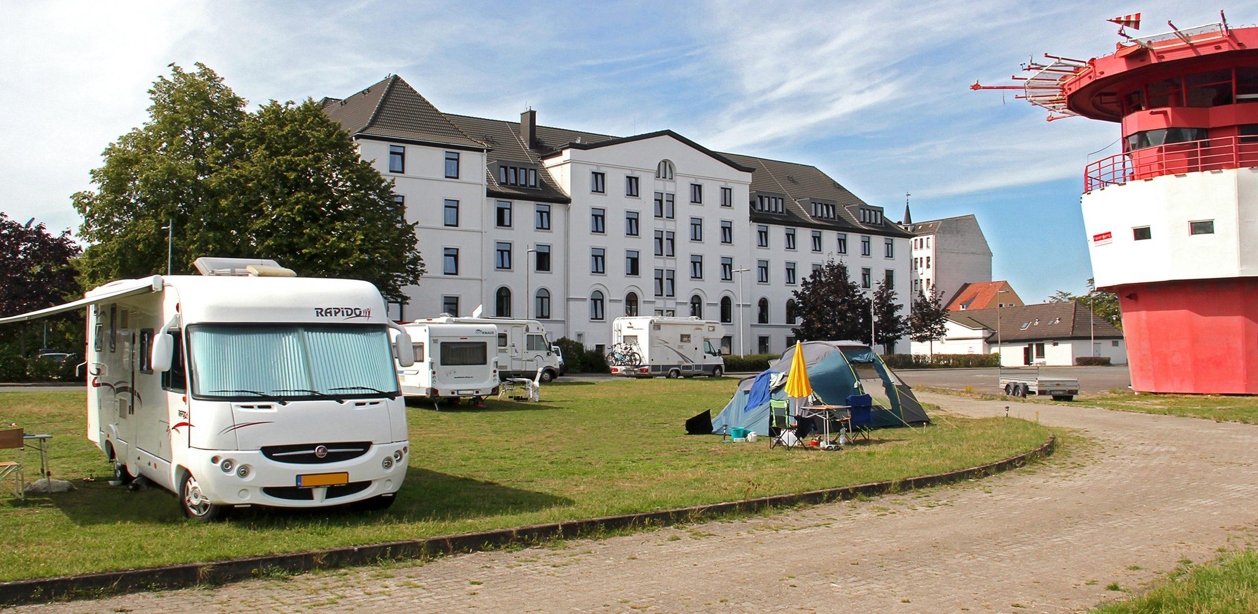 Havencamp Zelte Wohnwagen Wohnmobile Haventurm havenhostel Bremerhaven