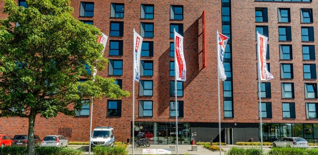 havenhostel Cuxhaven Haupteingang Parkplatz